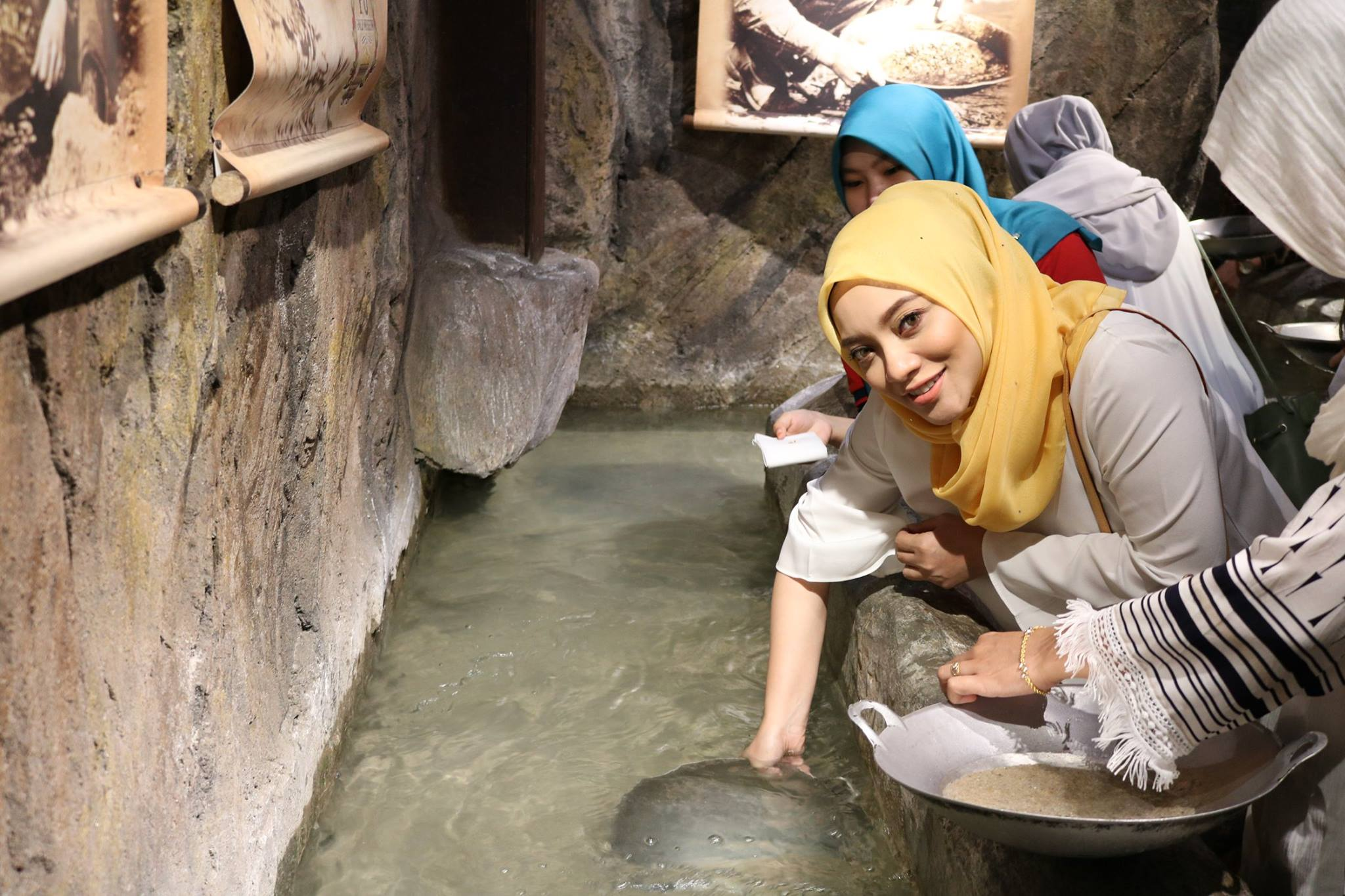 Hand-on experience on the gold panning process
